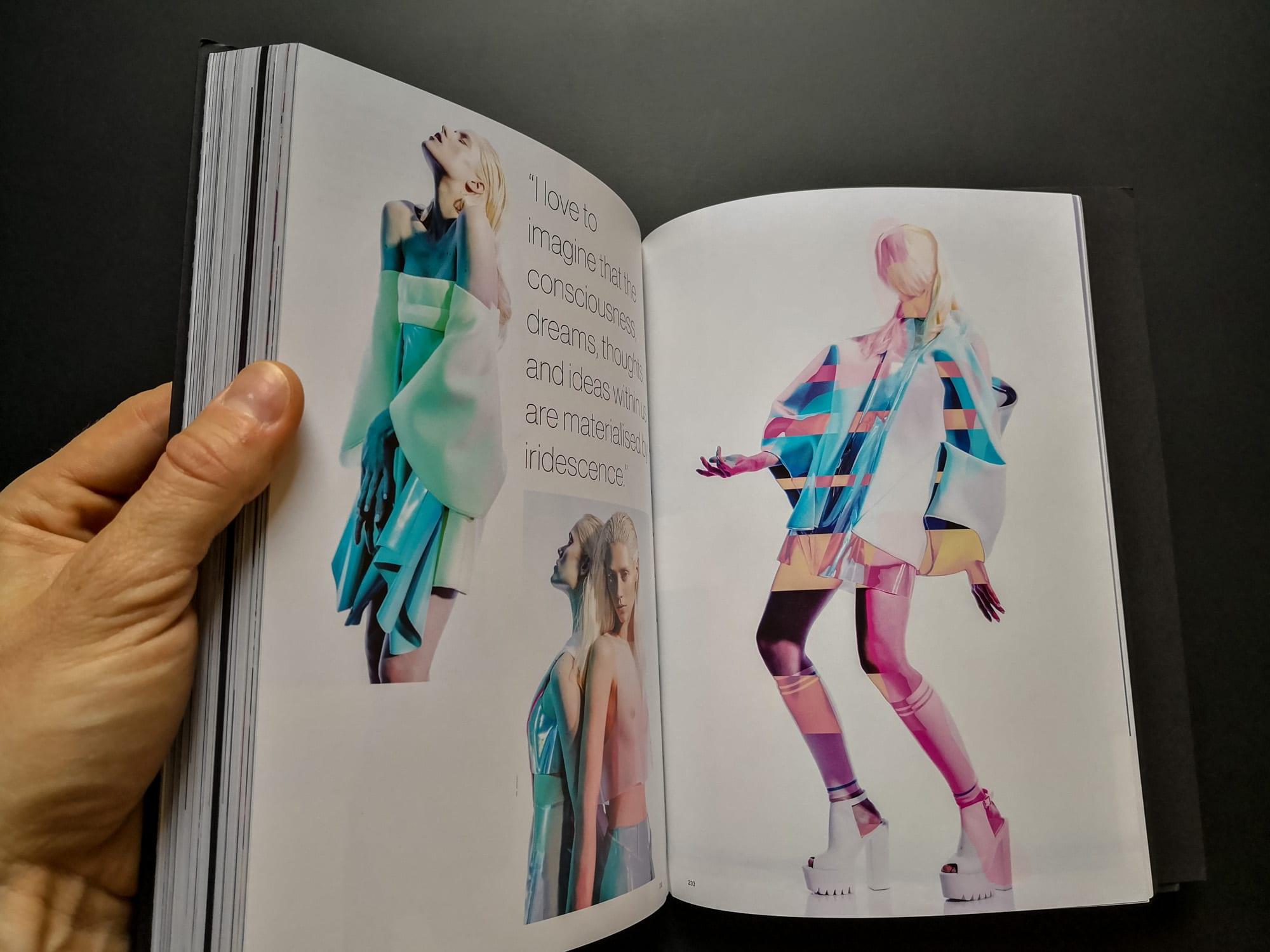 Design holographique dans le domaine de la Mode.