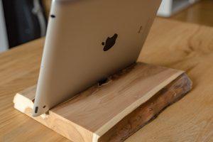 Dock iPad chêne massif de dos