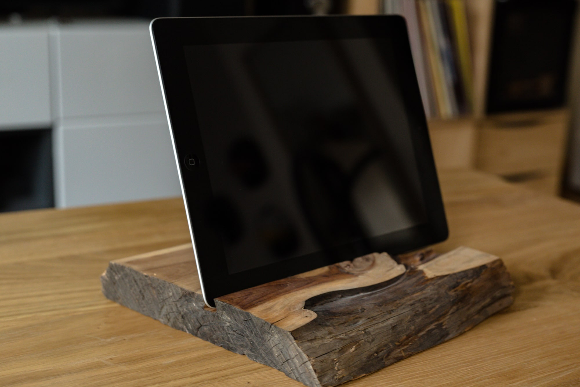 Dock iPad chêne massif de face